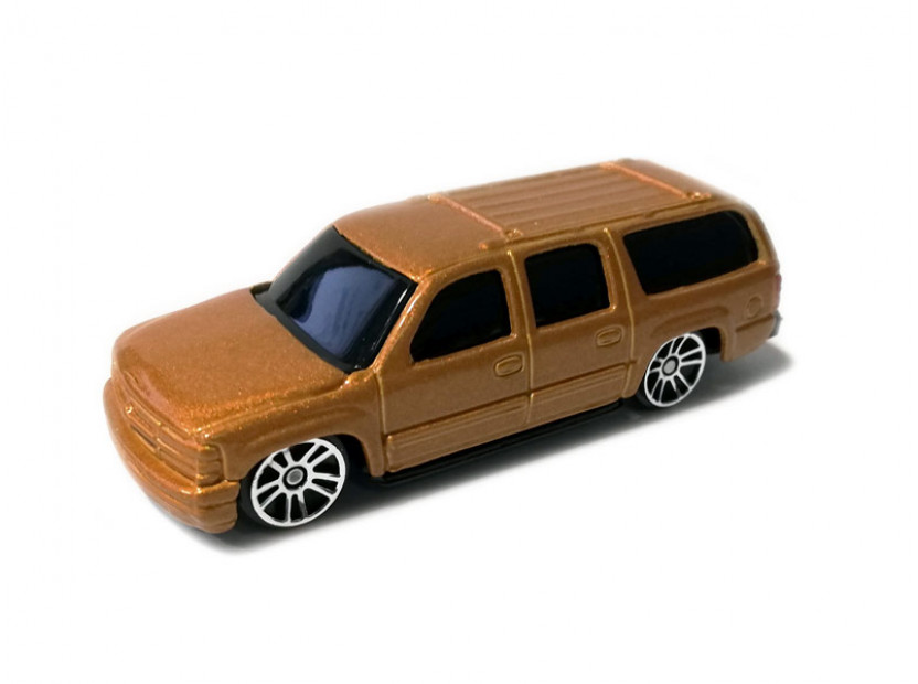Играчка Maisto Fresh Metal златист Chevrolet Suburban 2001 в мащаб 1:72