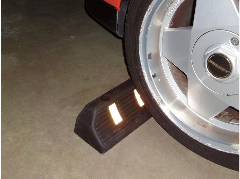 Гумен стопер Petex за паркиране 55х15х10см със светлоотразителна лента 5