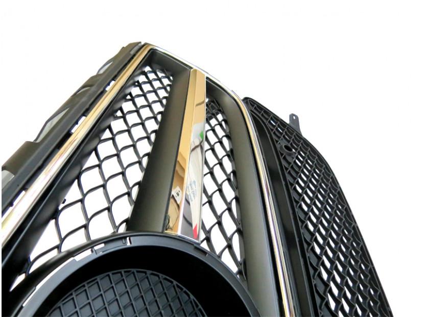 Хром/черна решетка тип AMG за Mercedes CLS W218 2011-2014 с отвори за парктроник, съвместима с предна стандартна броня 4
