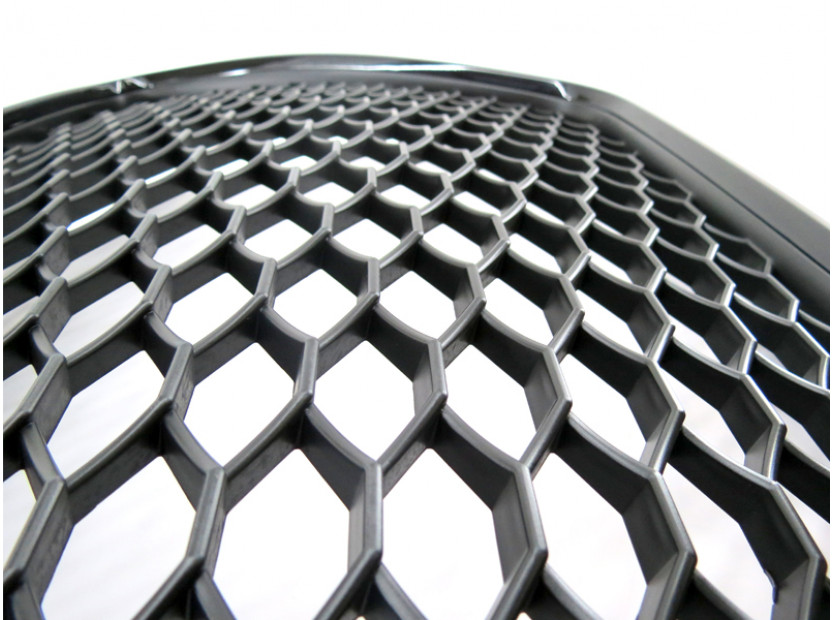 Черна решетка тип RS за Audi A3 2009-2011 без отвори за парктроник 3
